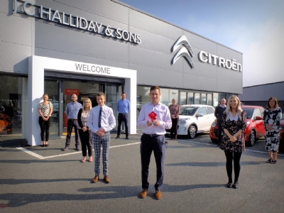 JC Halliday & Sons receive the Cube trophy from Citroen UK for achieving the No.1 spot!